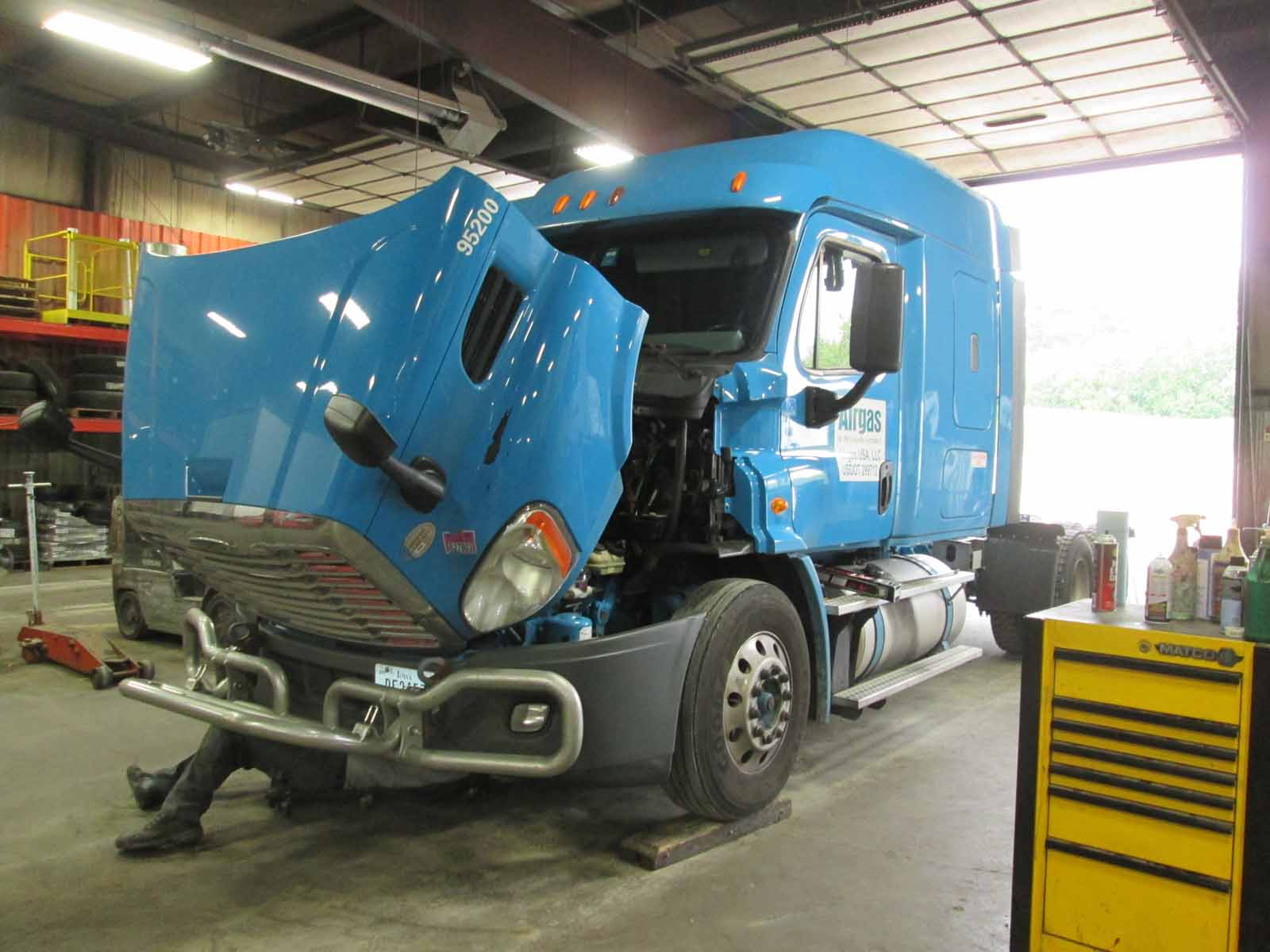 Commerical Truck Technician Shortage Leads to Increasing Shop Labor Rates