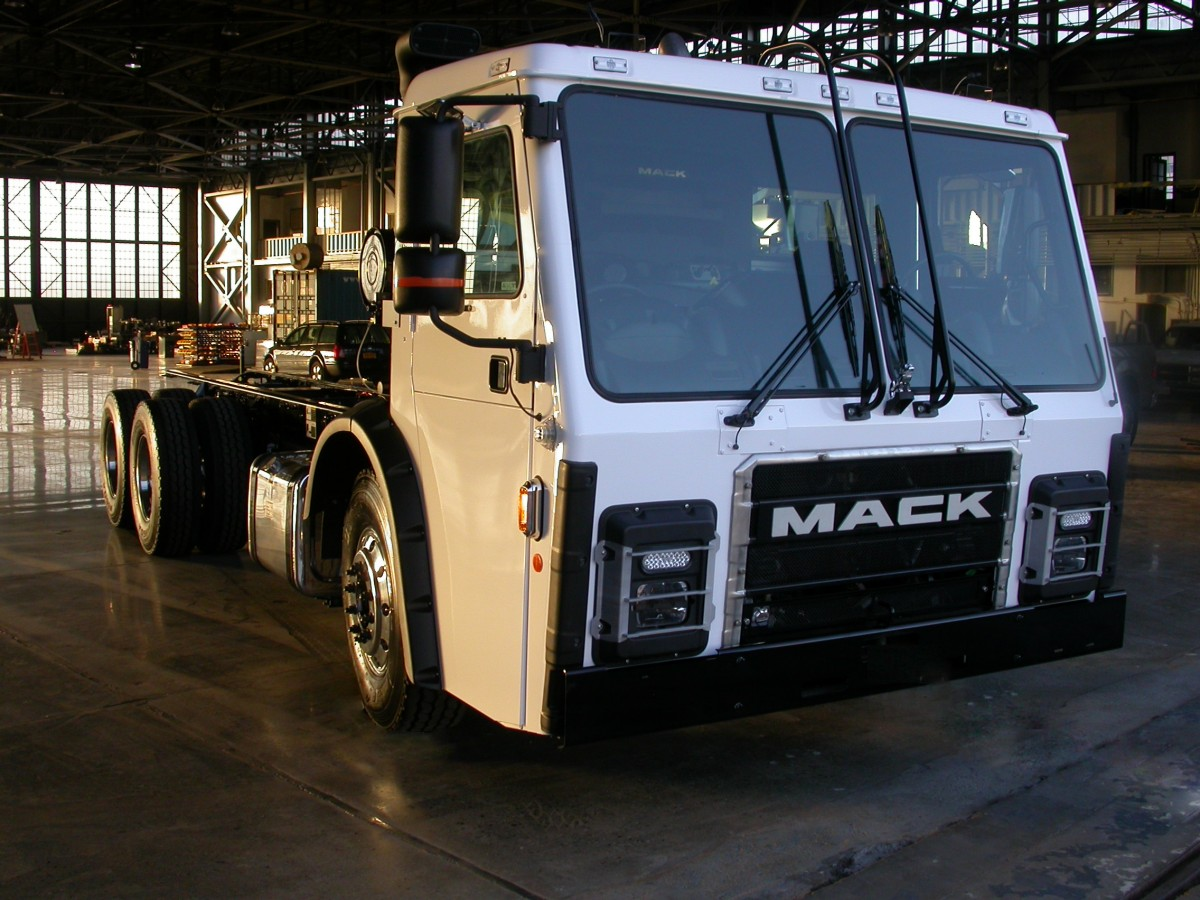 Wrightspeed Mack Partner on New Electric Garbage Truck